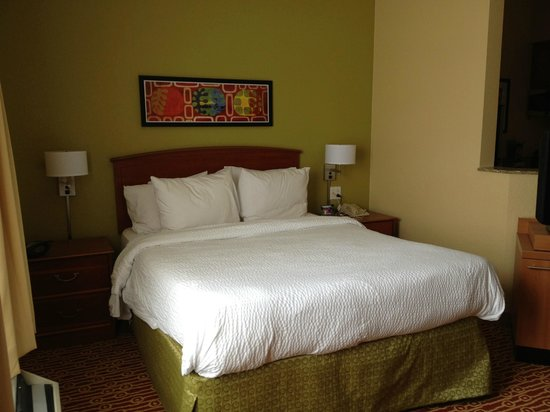 TownePlace Suites Cleveland Airport: Comfy bed