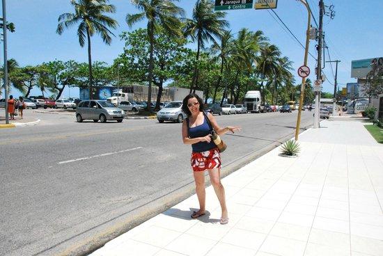 Pajucara Praia Hotel: Frente ao Hotel