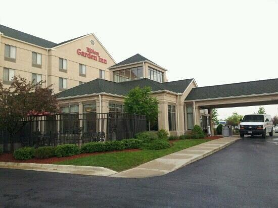 hilton garden inn columbus polaris outdoor tables and quiet location