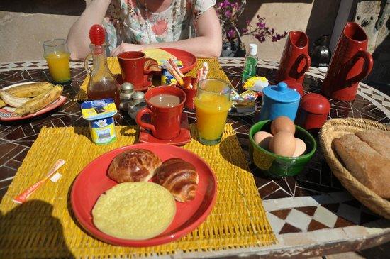 Riad Mur Akush: Breakfast.