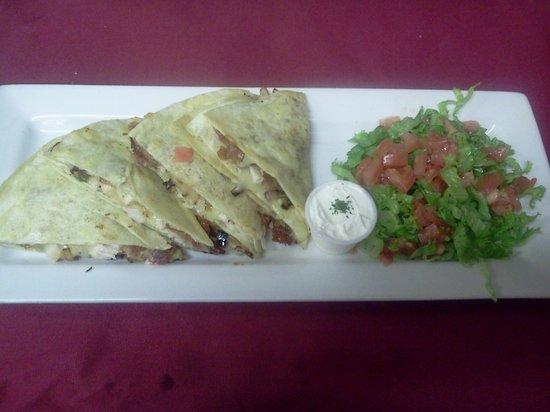 Farmer's Restaurant: chicken club quesadilla