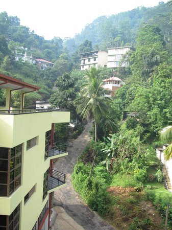 Kandy View Hotel: Surroundings