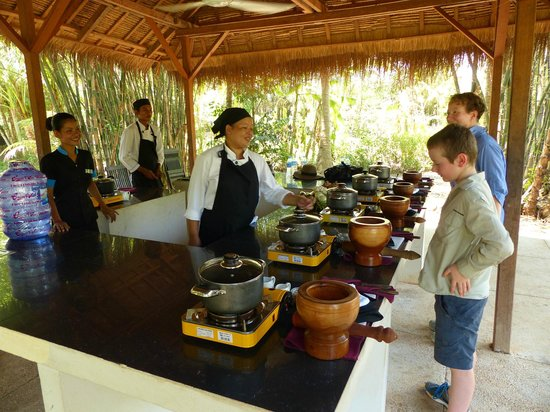 Sojourn Boutique Villas: The fun cooking class in the Treak Village