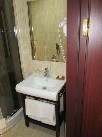 Hotel Columbus: Bathroom