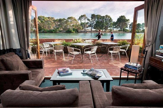 The Waterfront Wynyard: Guest lounge at brekkie time