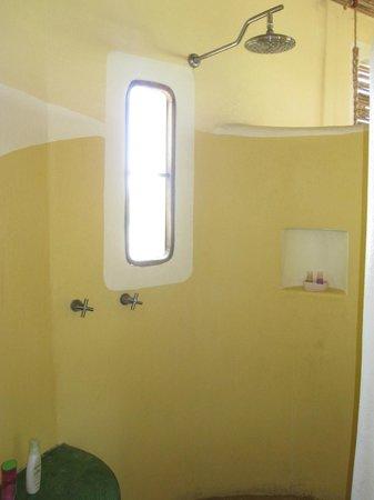 Hotel La Termita : Shower in front, lower room