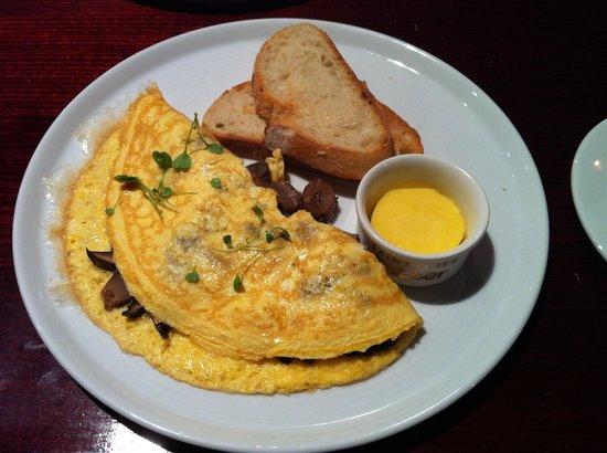 Pierre's: Swiss mushroom omelette