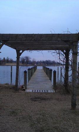 Back Creek Inn: Arbor and dock on the Back Creek