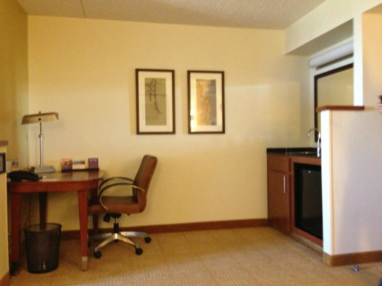 Hyatt Place Fort Worth Cityview: standing in the living area