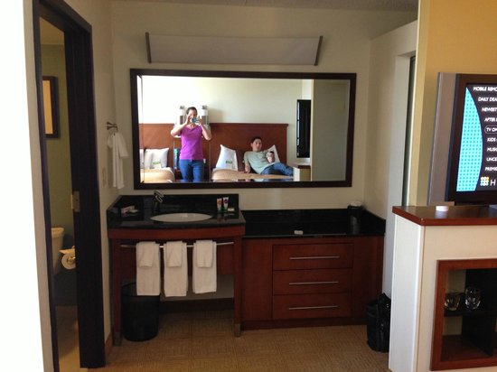 Hyatt Place Fort Worth Cityview : Vanity