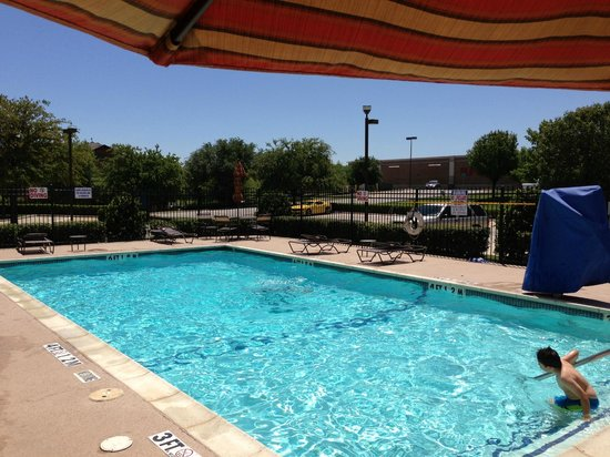 Hyatt Place Fort Worth Cityview : Nice pool area. 6 feet deep