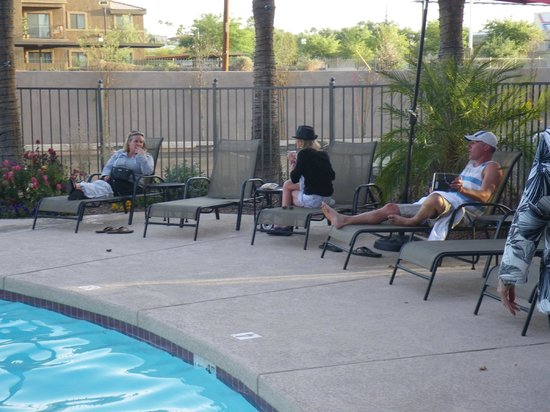 Ramada Tempe/At Arizona Mills Mall: Poolside