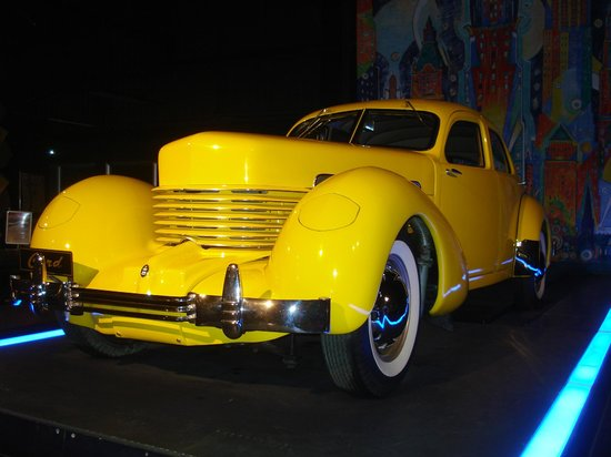 World of WearableArt & Classic Cars Museum: Beautiful car in yellow