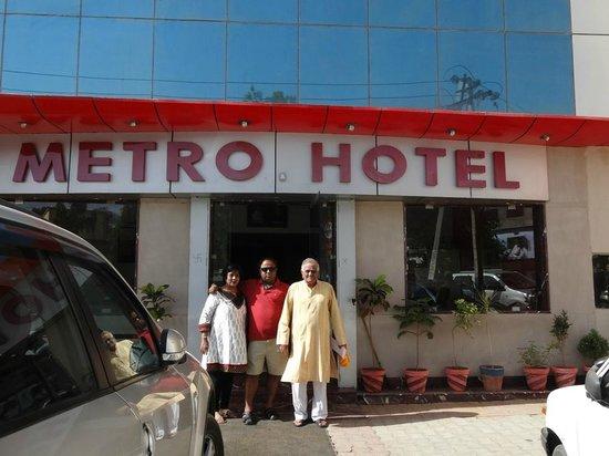 Metro Hotel : Entry