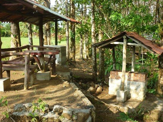 Cabañas Rústicas La Fortuna: Rancho para Barbacoa/BBQ Ranch