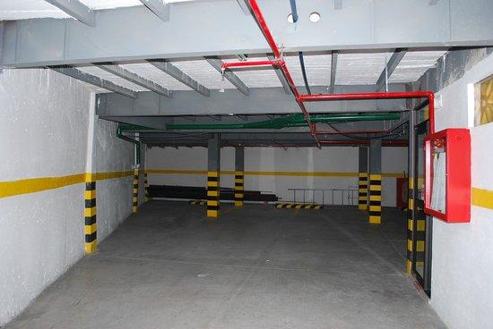 Hotel Gran Quitumbe: Garage Subterraneo