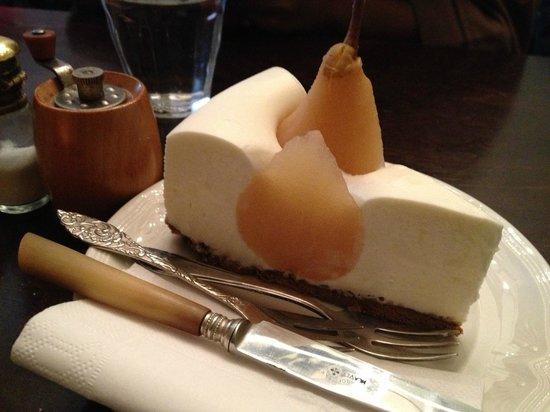 Gartine : Pear and Fluffy Yogurt Cream Tart. Heavenly.