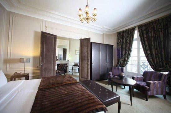 Champs Elysees Plaza Hotel: Property Amenity  - Spa