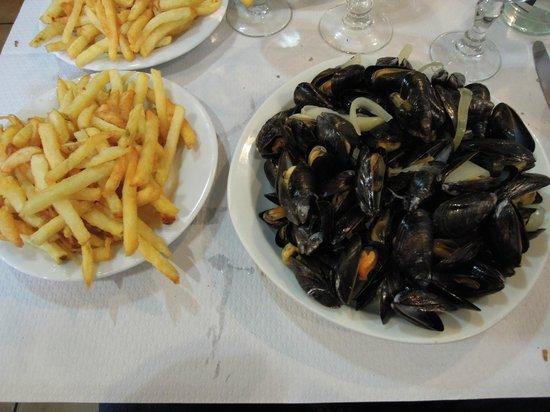 Brasserie La Pierre - Chez Edwige : Le fameux moules frites et ses frites fraiches