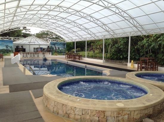Hotel Fonda Vela: area de piscina y jacuzzi