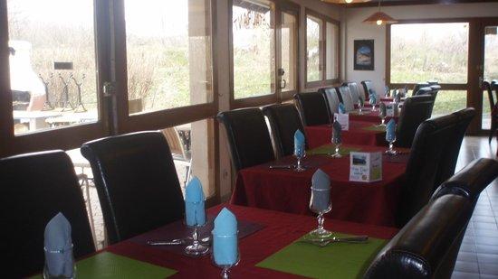 P'tit Dej-Hotel Gap Le Pre Vert : Restaurant ensoleillé