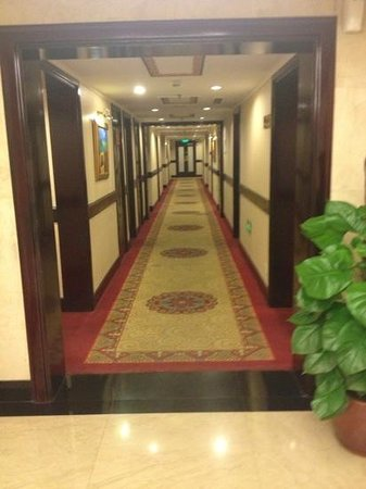 King Wing Hot Spring International Hotel: Добавить подпись