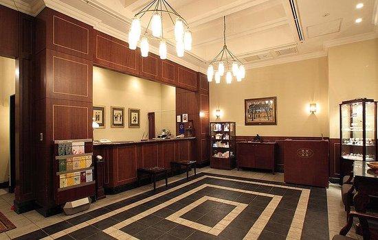 Hotel Monterey Ginza: Front Desk
