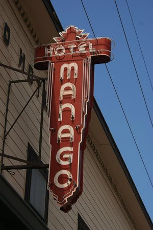 Manago Hotel: Sign by Day.