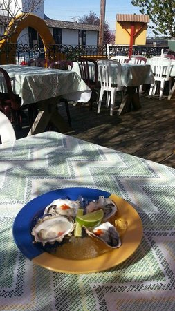 Tita's : Oysters on the Deck