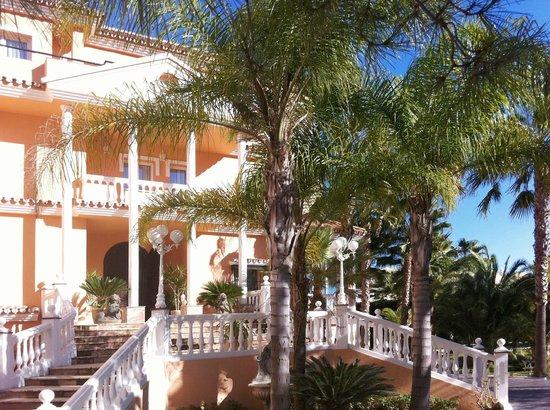 Villa Erina Park Hotel: Entrada al hotel