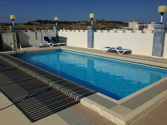 Coral Hotel: The rooftop swimming pool