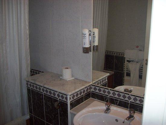 The Belvedere Hotel: salle de bain