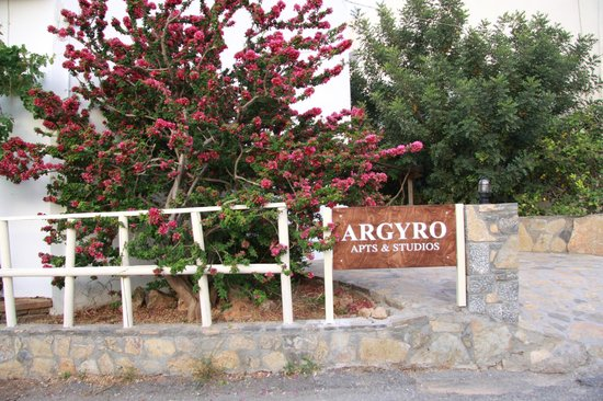Argyro Apartments: entrance
