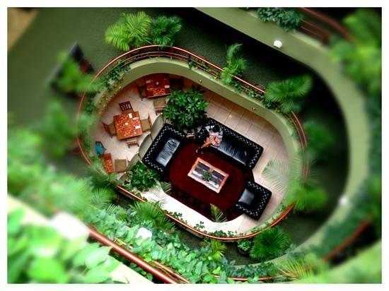 Faraona Grand Hotel: View down into the lobby