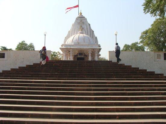 Narmada, Índia: Temple re located