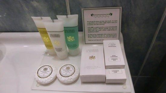 AVA Hotel Athens: REGULAR SUITES Bathroom amenities