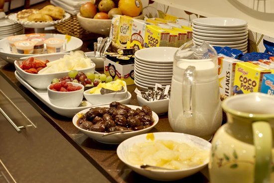 Lauriston Court Hotel: Some of the Lauriston's breakfast selection