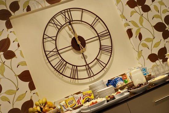 Lauriston Court Hotel: Dining room Clock