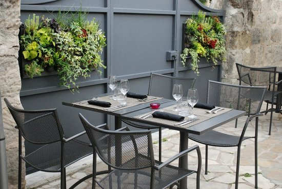 notre terrasse avec un mur v g tal photo de en cuisine brive la gaillarde tripadvisor. Black Bedroom Furniture Sets. Home Design Ideas
