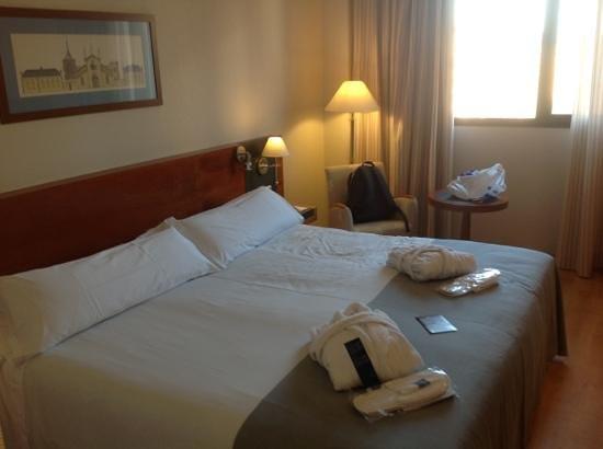 Tryp Valencia Oceanic Hotel: habitacion superior