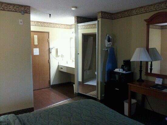 Comfort Inn & Suites Springfield I-44: large room with all the basics