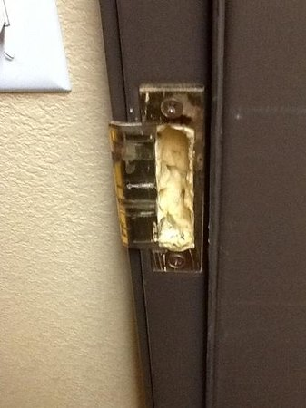 Econo Lodge Inn and Suites Monroe: The reason our door wouldn't open properly