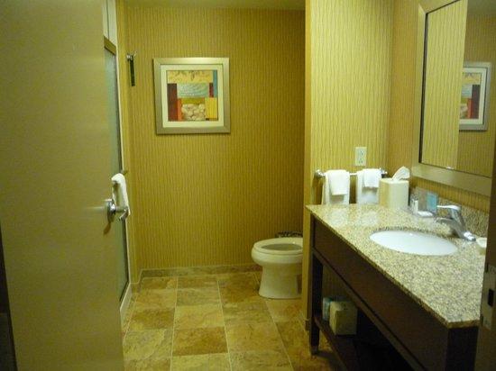 Hampton Inn Waynesburg: Beautiful bathroom