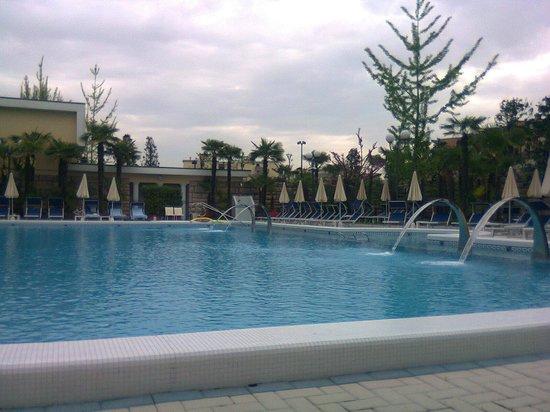 Grand Hotel Trieste & Victoria: piscina termale raffreddata