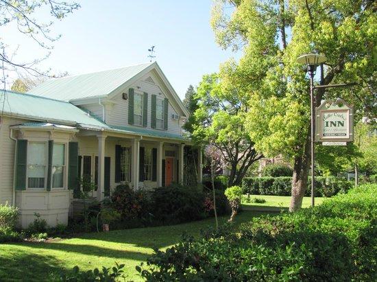 Sutter Creek Inn : Värdshuset sett från Main Street