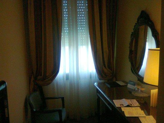 Grand Hotel Trieste & Victoria: camera classic - angolo salotto
