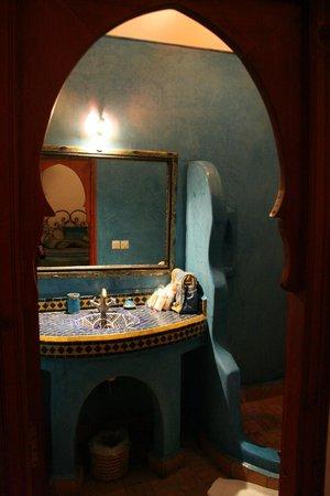 Riad Shalimar: Salle de bains chambre lilas