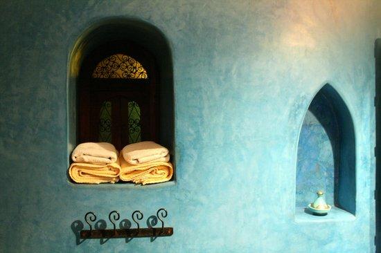 Riad Shalimar: Salle de bains chambre lilas détail
