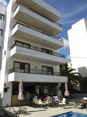 Apartamentos Vistamar II : Front of apartments