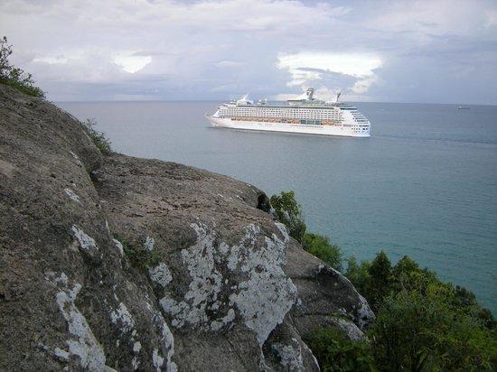 Fort Barrington : Explorer of the Seas leaving St. John's